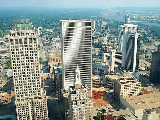 Downtown Tulsa Condo near Airports ALL BILLS PAID