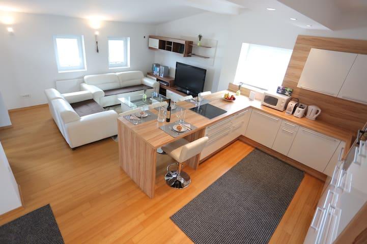The Loft - Beautiful Apartment Peaceful Location