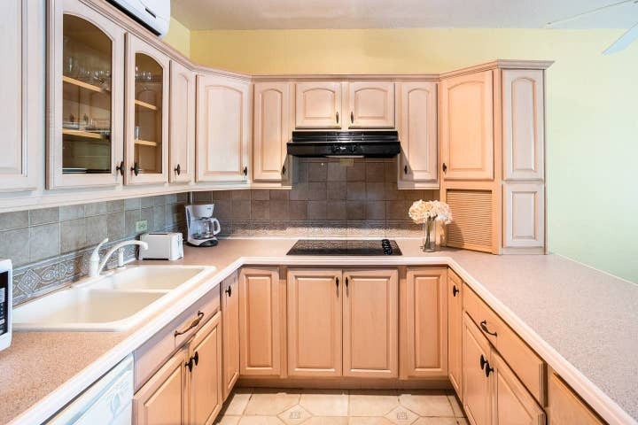 Fully equipped kitchen (no oven, but stovetop for cooking meals)