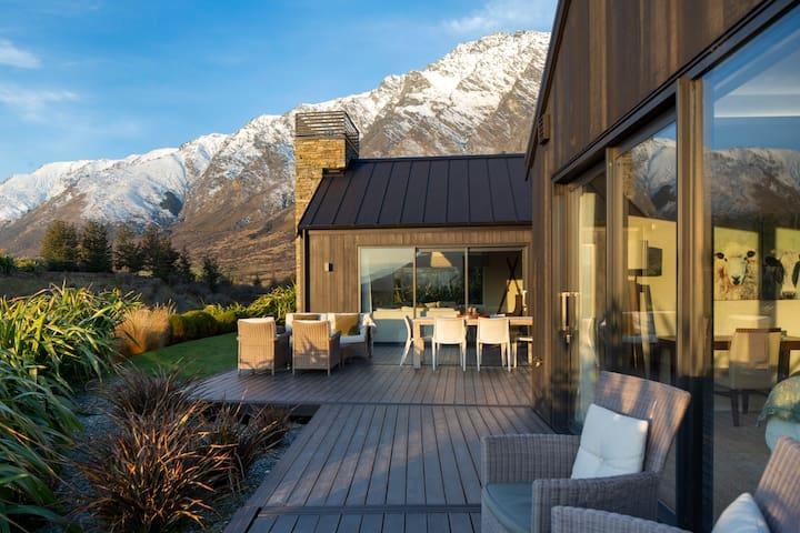 Jacks Point Escape -Luxe Villa-Ski-Golf Or Relax!!