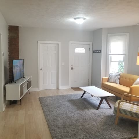 Ohio City Oasis - Renovated, Comfortable, Clean