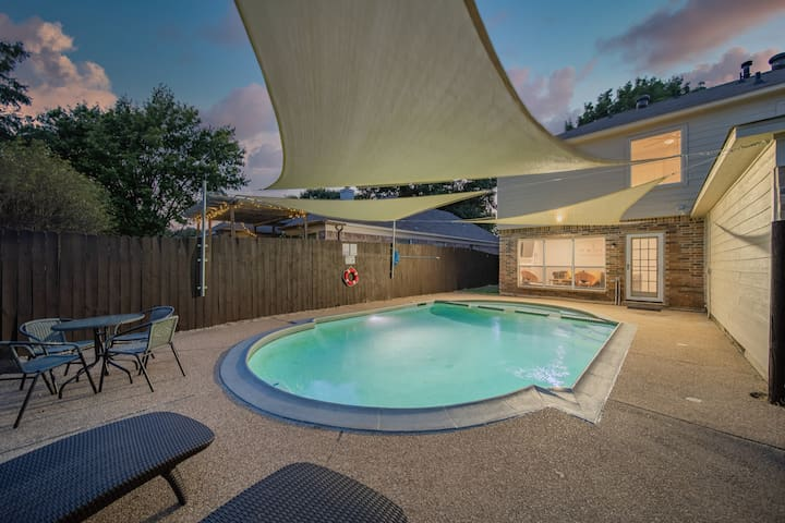 * Sun And Fun In Extremely Spacious Grand Home!!