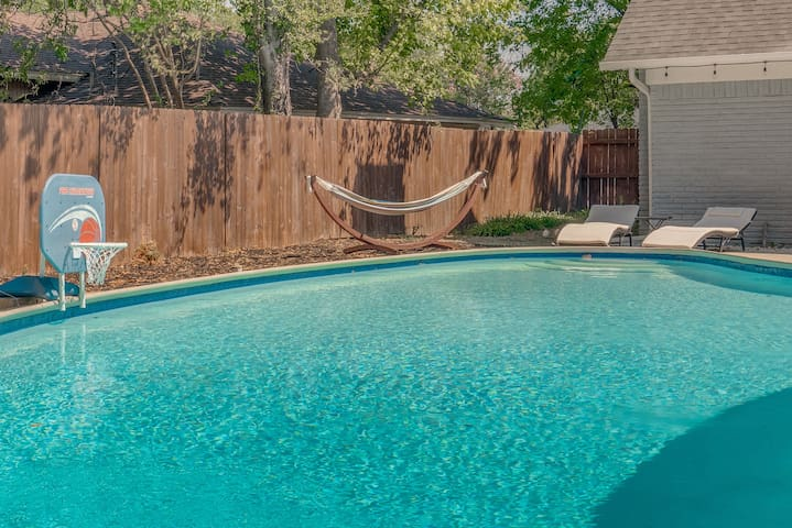 * Dream House for BIG groups stay with HEATED POOL*