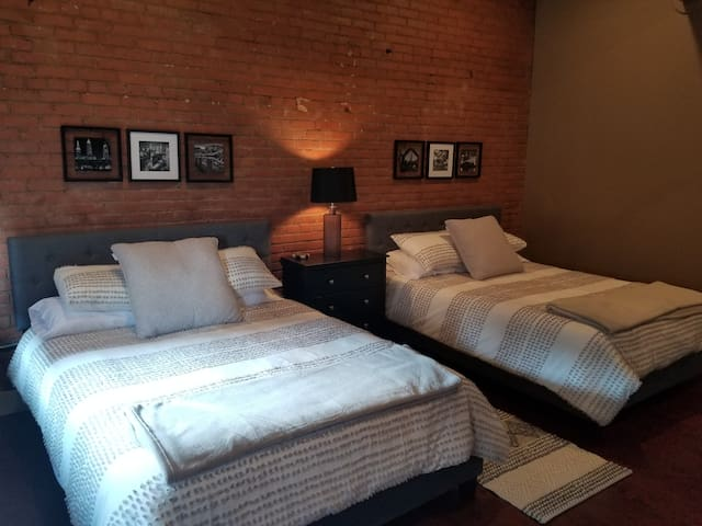 Stylish Downtown CLE Condo | Walk to All Stadiums!