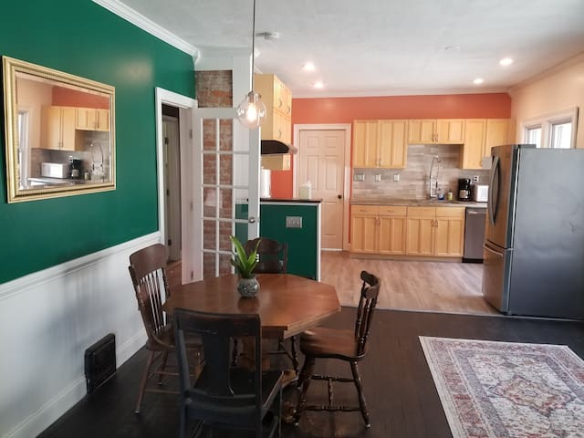 Walk to the Beach! Cool 2BR Apt, next to Edgewater
