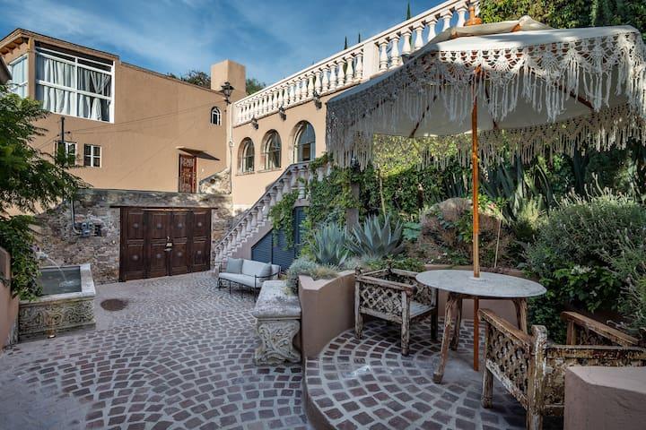 Casita Vista - AC/Heat - Stunning Courtyard - WIFI