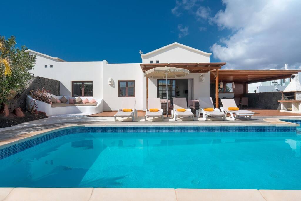 Featured image for property: Villa Nueva