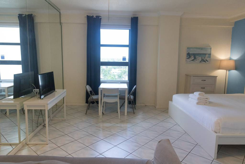 778 Studio Apartment Hollywood photo 18623895