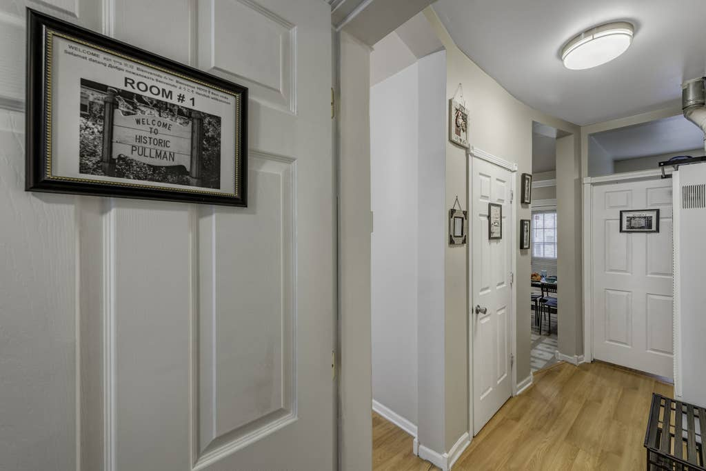 Apartment D-L-2 Historical Pullman - furnished apartments 2 Bdrm photo 23582650