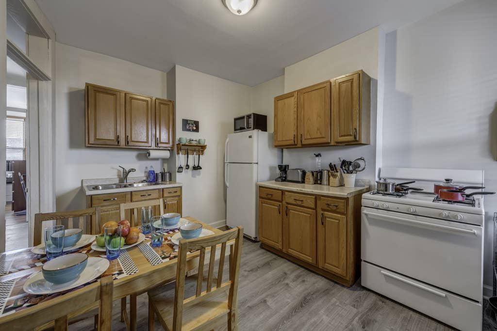 Apartment D-L-2 Historical Pullman - furnished apartments 2 Bdrm photo 23582656