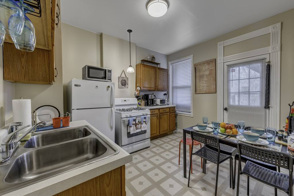 Apartment D-L-2 Historical Pullman - furnished apartments 2 Bdrm photo 25281020